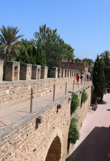 alcudia citywall oldtown3