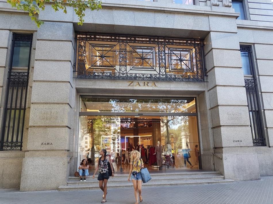 banco Bank Zara ayearinbarcelona