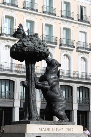 Madrid OsodelMadrid PuertadelSol ayearinbarcelona